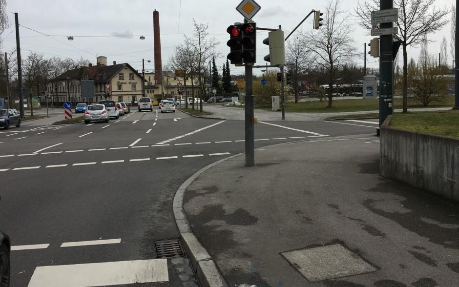 Welches Schweinderl hättens denn gern? Sehen Kreuzungen mit Radampeln für alle denkbaren Wege so aus? Alles voller Radampeln?